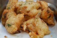 Μελιτζανοκεφτέδες Greek Appetizers, Greek Cooking, Fritters, Vegetable Recipes, Cauliflower, Shrimp, Buffet, Brunch, Food And Drink