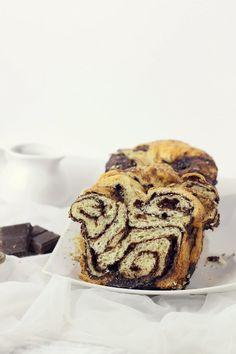 chocOlate and walnut swirl breakfast bread Babka Recipe, Donuts, Easy Pie Crust, Russian Cakes, Easter Recipes, Sweet Bread, Desert Recipes, Coffee Cake, Sweets