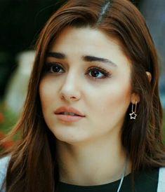 ❤Hayat❤ Turkish Women Beautiful, Turkish Beauty, Beautiful Girl Indian, Beautiful Girl Image, Girl Photo Poses, Girl Photos, Hayat And Murat, Hande Ercel, Stylish Girl Images