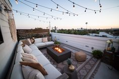 Liza Koshy's Urban Outdoor Oasis Makeover Rooftop patio goals! With bohemian vibes, string lights, and a DIY gate, this is the ultimate summer hosting spot! Rooftop Decor, Rooftop Terrace Design, Rooftop Patio, Patio Design, Patio Table, Backyard Patio, Terrace Garden, Rooftop Gardens, Terrace Decor