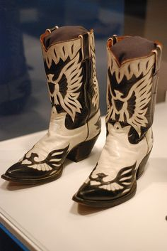 nudie boots and manuel suits Custom Cowboy Boots, Western Boots, Hank Williams Sr, Best Country Music, Country Style, Country Musicians, Country Singers, Vintage Western Wear, Outlaw Country