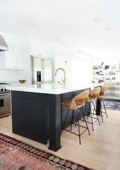 Kitchen Interior Home Tour: A Hip Couple's Fresh California Bungalow via // Amber interiors // Two Tone Kitchen, New Kitchen, Kitchen Decor, Kitchen Ideas, Kitchen Modern, Kitchen Grey, Kitchen Inspiration, Kitchen Centerpiece, Country Kitchen