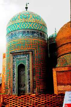 Now that's some interesting mosaic-work! Pesaretabrizi - Architecture of IRAN during Islamic times. Islamic Architecture, Beautiful Architecture, Beautiful Buildings, Art And Architecture, Cultural Architecture, Kerala, Beautiful World, Beautiful Places, Beautiful Mosques