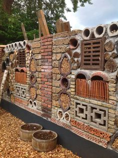 Insect hotel fence - All About Bug Hotel, Hotel Sc, Diy Fence, Backyard Fences, Garden Fencing, Garden Art, Diy Garden, Fence Ideas, Back Gardens