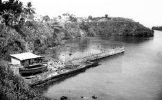 Santa Isabel de Fernando Poo (Guinea Ecuatorial), Febrero 1950.- Construcción de muro y dique de más de 69 metros en el puerto de Santa Isabel de Fernando Poo . EFE lafototeca.com Image : efespfour720661