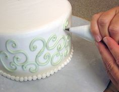 Wonderful Easy Cake Decorating Patterns regarding Cake Decorating - Wikipedia Image Cake Decorating Books, Cake Decorating Classes, Birthday Cake Decorating, Cake Decorating For Beginners, Cake Decorating Techniques, Cake Decorating Tutorials, Decorating Ideas, Cake Icing, Fondant Cakes