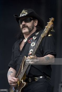 ROCK Photo of LEMMY and MOTORHEAD, Lemmy performing live onstage