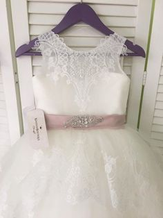 Untitled Lace Wedding, Wedding Dresses, Ideas, Fashion, Communion Dresses, Clothes For Girls, Bride Dresses, Moda, Bridal Wedding Dresses