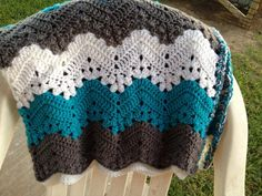 Interesting effect alternating styles. Free 6-Day Kid Blanket pattern by Beth Elliott, great take on afghan, free download: thanks so for share xox