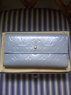 [SOLD] Authentic LOUIS VUITTON Monogram Vernis International Wallet in Periwinkle - Preowned