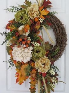 wreath.. love this with different colors                                                                                                                                                                                 Más
