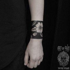 WEBSTA @ md_mironenko - #coverup #blackwork #dotworktattoo  #tattoo #blacktattoo #blacktattooart #flowerstattoo