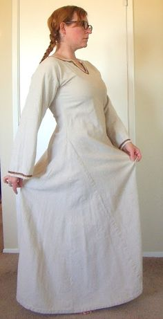 Adventures in Viking Garb-read the blog talks about wrap apron dress.==Ahhh, that split front! I love it.