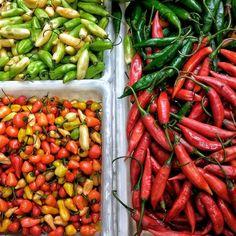 Mercado Central  - BH/MG Os detalhes do Mercado Central em BH. pimentas são um dos pontos fortes de lá. Experimente as geléias de pimenta e leve à sua pra casa. Bommm demais! #aosviajantes #EncontroRBBV2016 .  Quem também esteve por lá foi a @turistandonomundo corre lá pra ver! . Acesse: http://ift.tt/1Mv9A8t . . . . .______________________ Transportadora oficial: @latamairlines Patrocinadores : @bookingcom @zarpo @viajanet @easySim4you Apoio: Pampulha @Belotur #turismomg @visiteminasgerais