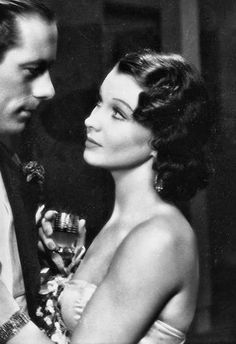 Rex Harrison and Vivien Leigh in Sidewalks of London (Tim Whelan, Old Hollywood Stars, Hollywood Icons, Old Hollywood Glamour, Golden Age Of Hollywood, Vintage Hollywood, Classic Hollywood, Vivien Leigh, Divas, Stars D'hollywood