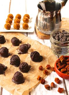 These Chocolate Truffles with Vegan Chocolate Truffles are filled with superfoods, promoting youth and health for the perfect treat. Paleo Dessert, Vegan Desserts, Vegan Recipes, Snack Recipes, Vegan Food, Yummy Recipes, Vegan Chocolate Truffles, Coconut Chocolate, Vegan Energy Balls