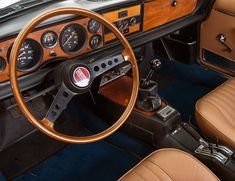 Like every other detail on a great car, the steering wheel is not to be missed. Here are 15 of the best steering wheels ever to grace an automobile. Fiat 124 Sport Spider, Fiat 124 Spider, 147 Fiat, Custom Car Interior, Interior Design, Dashboards, Custom Cars, Volvo, Cars And Motorcycles
