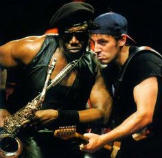 Bruce Springsteen and Clarence Clemons :D American Music Awards, Elvis Presley, Bruce Springsteen Quotes, Bruce Springsteen Glory Days, Rock And Roll, The Boss Bruce, E Street Band, Born To Run, Jersey Girl