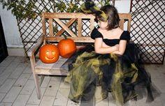 Abito da strega senza ago nè filo.  Il tutorial: http://www.unadonna.it/halloween/costume-da-strega-per-halloween-video-tutorial/51503/