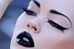 noir makeup. Dark makeup goth. Clean makeup. Defined eyes. Shiny lips