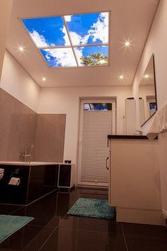 Care: Beruhigend & Belebend! Das kleine Badezimmer wird durch das virtuelle Fenster geöffnet und lädt zum Entspannen in der Badewanne ein. Die Himmelsdecke verspricht somit allzeit schöne Ausblicke!