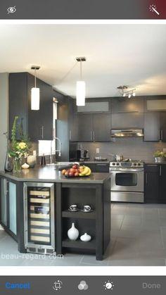 Making the most of a small kitchen space Kitchen Room Design, Kitchen Cabinet Design, Modern Kitchen Design, Kitchen Layout, Home Decor Kitchen, Interior Design Kitchen, Home Kitchens, Small Kitchens, Urban Kitchen