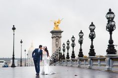 Inspiration board of pre wedding photography in Paris. Pre wedding photo concepts, ideas, locations and outfits examples for your Paris pre wedding. Paris Wedding, Wedding Places, Wedding Decor, Wedding Stuff, Paris Engagement Photos, Engagement Shoots, Paris Photography, Wedding Photography, Foto Paris