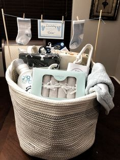 Geschenke zur Geburt Baby Shower Laundry Basket Baby Diy Baby Shower Laundry Basket Find the perfect Baby Shower Gift Basket, Baby Hamper, Baby Shower Presents, Baby Baskets, Baby Shower Gifts For Boys, Baby Boy Gifts, Baby Shower Parties, Baby Shower Themes, Baby Boy Shower