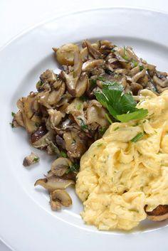 İtalyan lezzetlerinin vazgeçilmez durağı olan Carluccio's'ta samimi bir sabah kahvaltısı; Uova E Funghi!