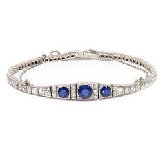 A marvellous antique sapphire bracelet set with 3,36 ct old cut diamonds - a stunning piece from the Art Déco period, 1920 ca   #artdeco #sapphire #bracelet