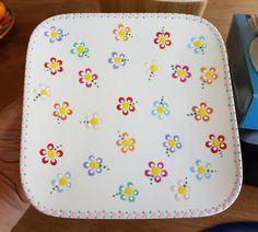 Dot Art Painting, Mandala Painting, Ceramic Painting, Pottery Painting Designs, Paint Designs, Ceramic Cafe, Box Container, Stippling Art, Sharpie Crafts