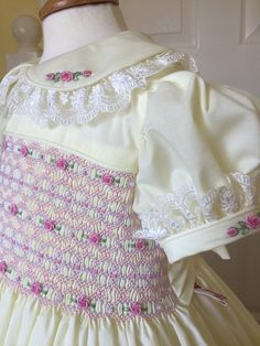 Smocking Plates, Smocking Patterns, Punto Smok, Girls Smocked Dresses, Brazilian Embroidery, Smock Dress, Doll Clothes, Girl Fashion, Bell Sleeve Top