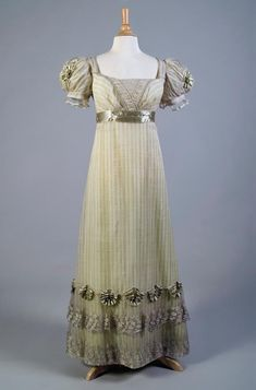 1818-1822 - Silk gauze evening dress with silver lace