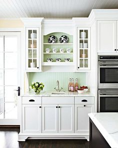 White pastel mix // 10 tips for creating a cozy cottage kitchen