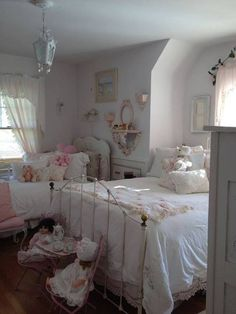 Shabby Chic Pink Paint Styles and Decors to Apply in Your Home – Shabby Chic Home Interiors Shabby Chic Pink, Shabby Chic Bedrooms, Bedroom Vintage, Shabby Chic Homes, Shabby Chic Style, Shabby Chic Decor, Girls Bedroom, White Bedroom, Bedroom Decor