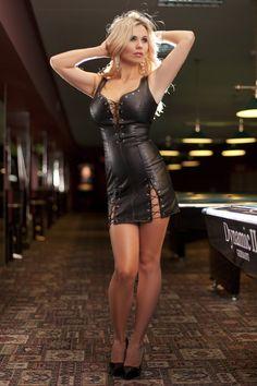 Skórzana sukienka Moni, kusi seksownymi sznurowaniami. https://www.egusti.pl/produkt/moni-sukienka-skorzana-sl2019b-black