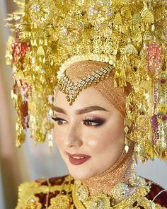 Wedding Make Up, Dream Wedding, Gray Wedding Colors, Indonesian Wedding, Hijab Wedding Dresses, Gray Weddings, Traditional Dresses, Headpiece, Brides