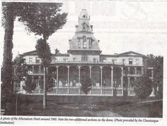 Chautauqua Institution - Athenaeum Hotel around 1900 - The upper portion of the tower was removed in 1923 - photo by Chautauqua Institution