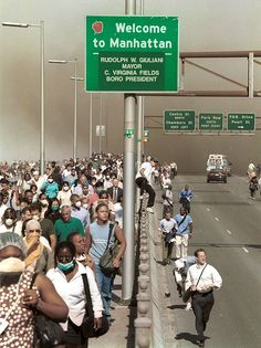 9/11 picture: people walking over a New York bridge to escape Manhattan