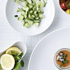 Perfekt gæstemad, der kan forberedes tidligere på dagen og stå klar i køleskabet. Servér i små glas eller kopper.