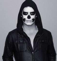 Skull makeup for a guy Mascaras Halloween, Halloween Face Makeup, Halloween Looks, Halloween Diy, Easy Mens Halloween Costumes, Halloween Stuff, Vintage Halloween, Male Makeup, Makeup Man