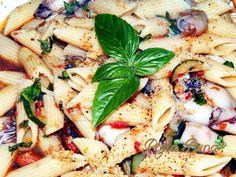 Paste cu legume si calamari Calamari, Pasta Salad, Paste, Seafood, Ethnic Recipes, Orice, Mai, Sea Food, Octopus