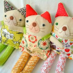Not much of a cat person, but I dig these guys :) Gotsta be the colors :D Marionette, Handmade Toys, Sewing For Kids, Softies, Stuffed Animals, Stuffed Toys, Doll Toys, Kids Toys, Adorable Kittens