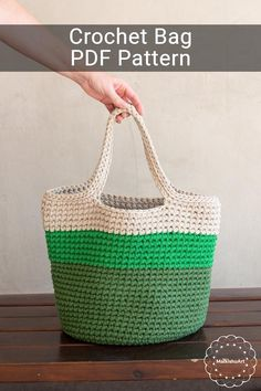 Easy Crochet Bag - FREE Pattern - MalkishuArt - crochet patterns - - Come and crochet this easy crochet bag free pattern with me. This easy crochet bag can be made with any bulky yarn and a suitable crochet hook. Crochet Beach Bags, Free Crochet Bag, Crochet Market Bag, Crochet Tote, Crochet Handbags, Crochet Purses, Easy Crochet, Bag Pattern Free, Bag Patterns To Sew