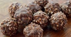 A házi Ferrero villámgyorsan elkészíthető, nézd meg te is, hogyan! Cheesecake Ferrero Rocher, Nutella Cheesecake, Greek Sweets, Greek Desserts, Pastry Recipes, Sweets Recipes, Chocolates, Think Food, Hungarian Recipes