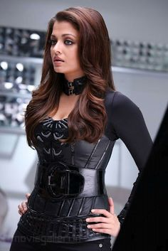 Agent Aishwarya  using her good looks to always solve the problem!:)