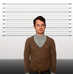 """Elijah Wood — 5'6""""   23 Celebs Who Prove That Short Guys Are Super Hot Too - Yup! Short guys ARE hot. :)"""