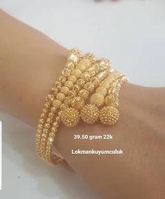 Gold Bangles Design, Gold Jewellery Design, Gold Jewelry Simple, Stylish Jewelry, Gold Bridal Earrings, Bridal Jewelry, Jewelry Design Earrings, Bracelets, Dresses