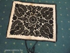 Kattintson ide a bezáráshoz! Hungarian Embroidery, Folk Embroidery, Embroidery Patterns, Stencil Diy, Stencils, Hungary, Blackwork, Animal Print Rug, Moroccan