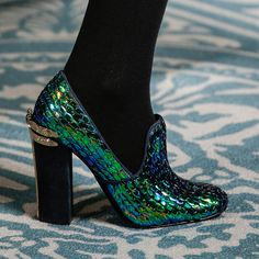 Hello! @Tory Burch emerald green embossment makes for the most stylish shoe statement.